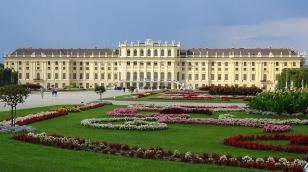schonbrunn-palace-1735571_640